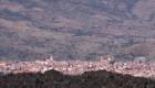 L'abitato di Randazzo fra le lave del 1981 e i Nebrodi - © pietronicosia.it