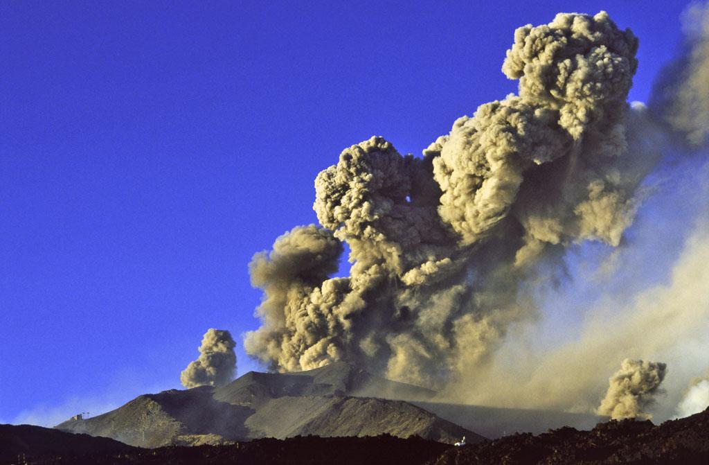 Etna, emisisone di cenere