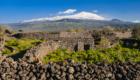 Una pietra, nera, che s'è fatta muro, palmento, torretta  ... - © pietronicosia.it