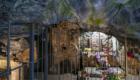 La parte della chiesa dell'Annunziata risparmiata dalla lava; si nota l'altare dove venne rinvenuta la statua della Madonna delle Grazie e una colonna - © pietronicosia.it