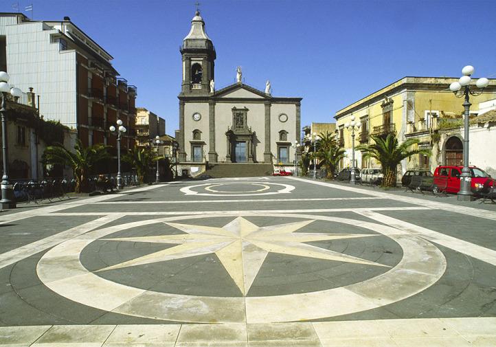 Belpasso, piazza Duomo e la chiesa Madre dedicata all'Immacolata - © pietronicosia.it
