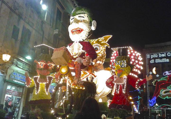 Una macchina infiorata partecipante al Carnevale di Acireale 2015
