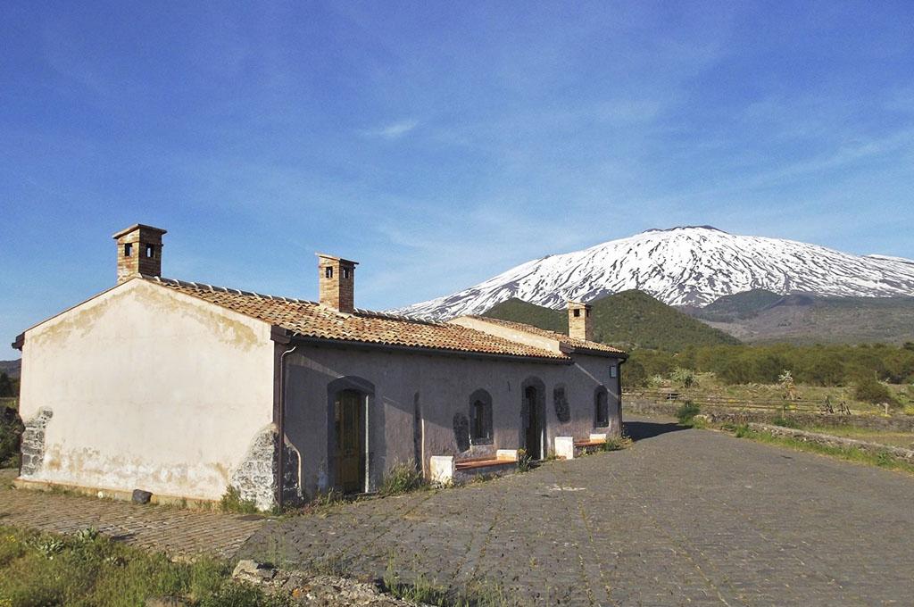 La casermetta di Piano dei Grilli - © Immagine di Marco Prestipino fornita dal Parco dell'Etna