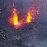 Etna: sole, lava e luna al Cratere Centrale