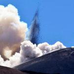 Etna, prosegue l'eruzione fra alti e bassi
